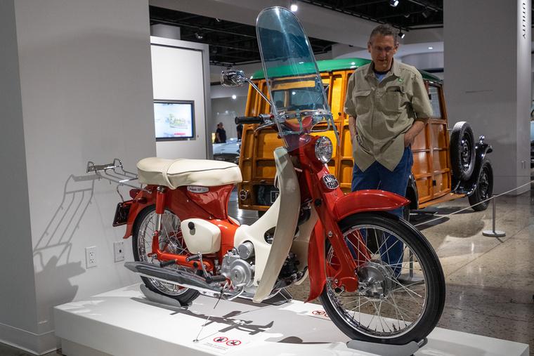 """Honda C100-as 1961-ből, amit a Petersenben egyszerűen """"50""""-nek neveznek"""