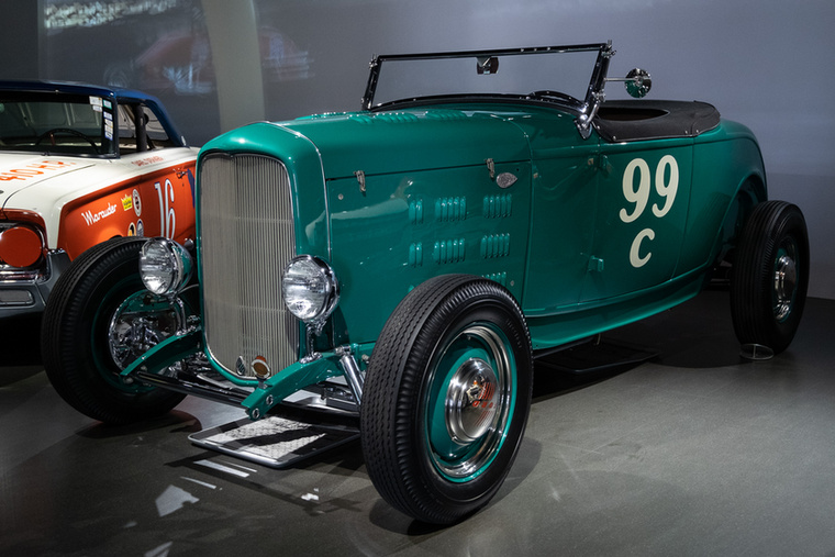 Ezt a Ray Brown roadstert 1945 és 1946 között építette névadója, egy tizenhét éves csávó egy 1932-es Fordból, egyébként az Eddie Meyer Engineering Company-nek dolgozott Hollywoodban