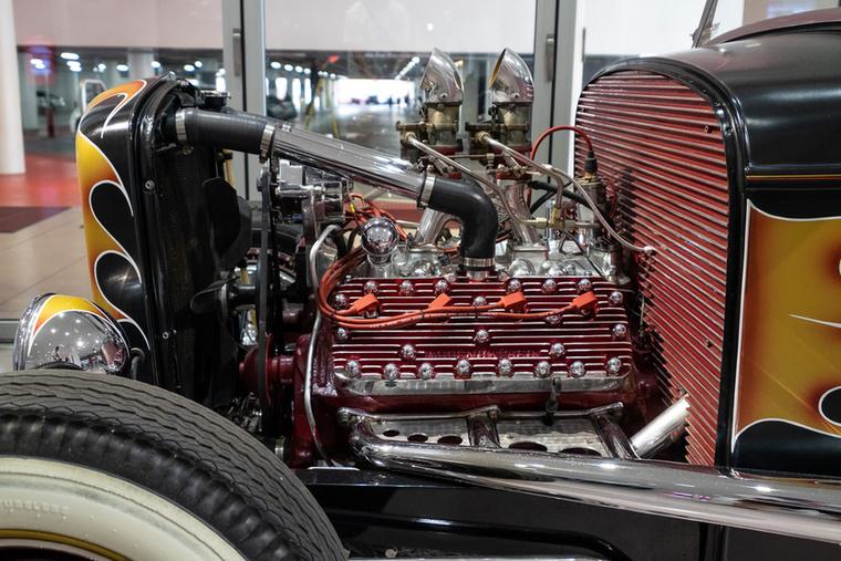 Ilyen egy SV, azaz oldalt szelepelt, azaz Flathead Ford-V8-as a teljes pompájában