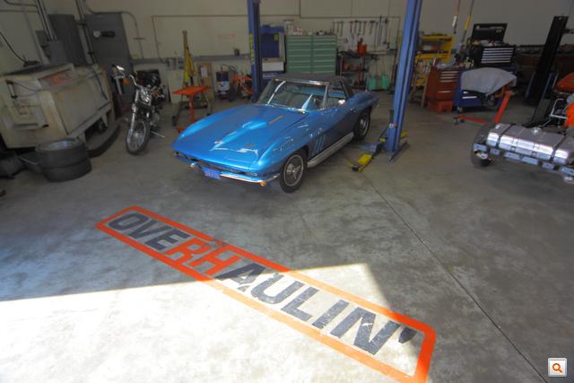 Az Overhaulin stábja Steve Luvisi tudását is felhasználva épített újjá egy 1964-es Corvette-et