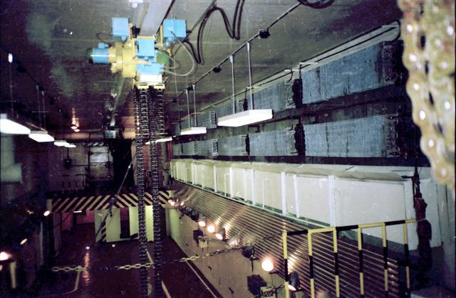 Így nézett ki a kilencvenes évek elején a földalatti tároló, még volt áram, a mennyezeti daru is megvolt