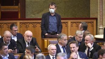 Focipályán is ülésezhet a parlament