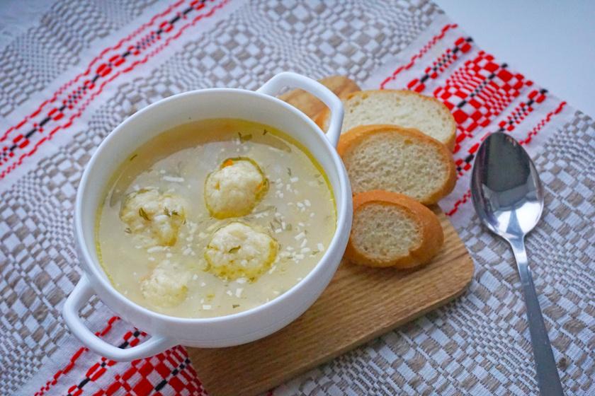 Könnyű, fűszeres sajtgombóc: levesbetét maradék sajtból