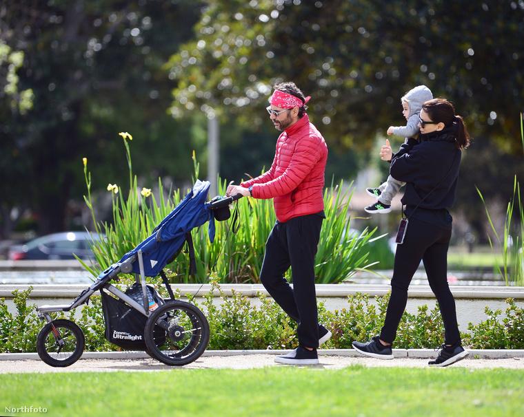 Eva Longoria megengedett magának és családjának egy kis kiruccanást az önkéntes karanténszezonban, és sétáltak egyet Beverly Hills zöldövezetében