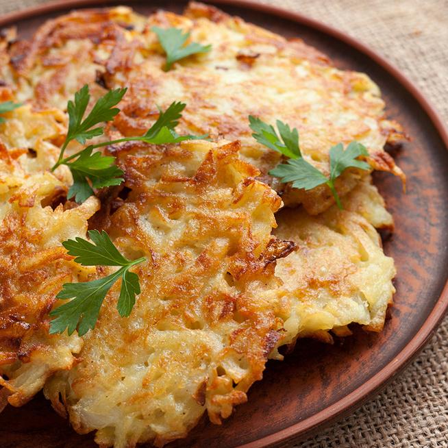 Egyszerű krumplis finomság: lágy tésztájú lapcsánka fokhagymával ízesítve