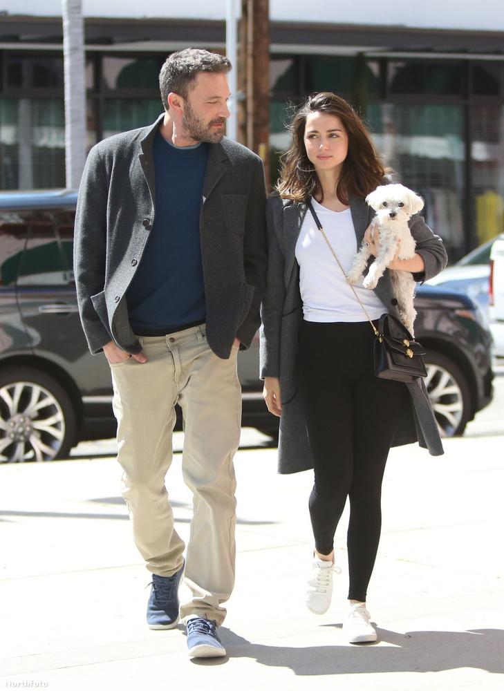 A napokban verőfényes napsütésben indult sétára Ben Affleck és Ana de Armas