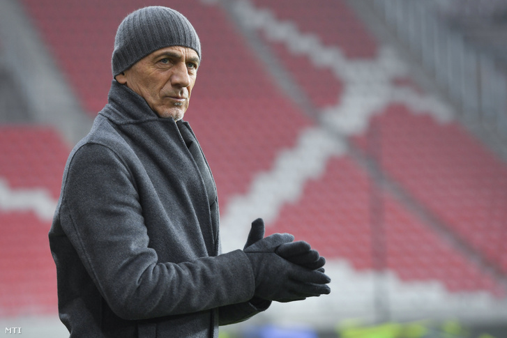 Giuseppe Sannino, a Budapest Honvéd olasz vezetőedzője a labdarúgó OTP Bank Liga 15. fordulójában a Debreceni VSC ellen játszott mérkőzésen a debreceni Nagyerdei Stadionban 2019. december 7-én.