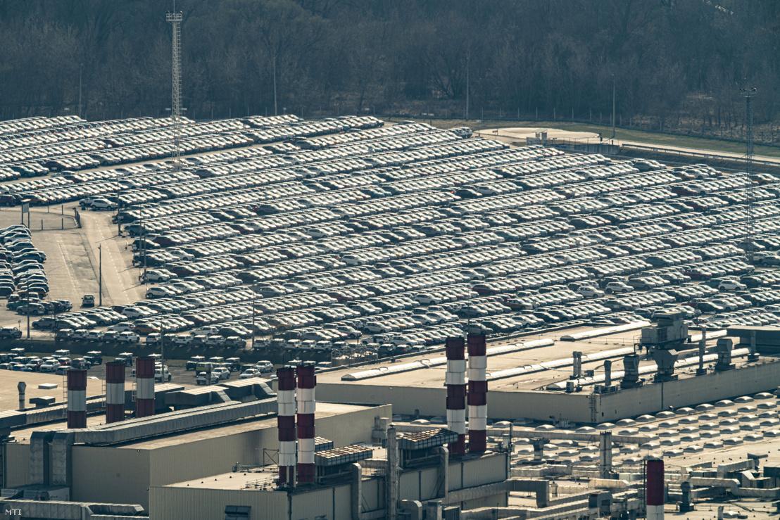 Az esztergomi Suzuki-gyár 2020. március 18-án. A Magyar Suzuki Zrt. vezetése 2020. március 23-tól április 3-ig leállítja az esztergomi gyártást.