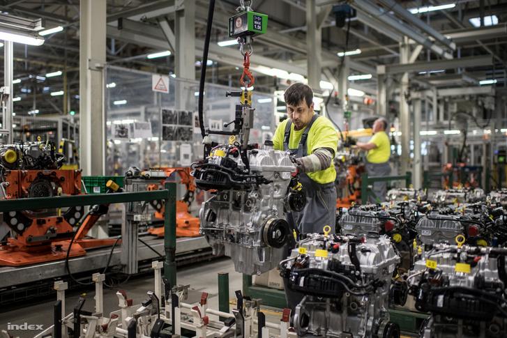 A szentgotthárdi Opel szerelőcsarnoka 2019. április 11-én. A francia PSA nevű cég, amely a Peugeot, Opel és Vauxhall márkájú autókat gyártja, március 27-ig a teljes európai autógyártást felfüggesztette.
