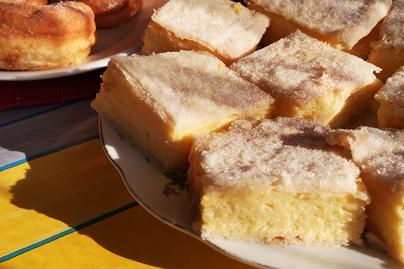 Házi krémes hájastésztával a nagyi receptje szerint - Főzött vaníliakrém kerül a lapok közé