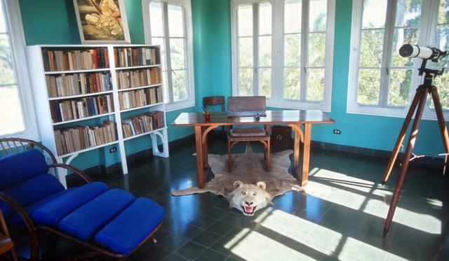 Vajon melyik író tartott vadásztrófeákat a dolgozószobájában?