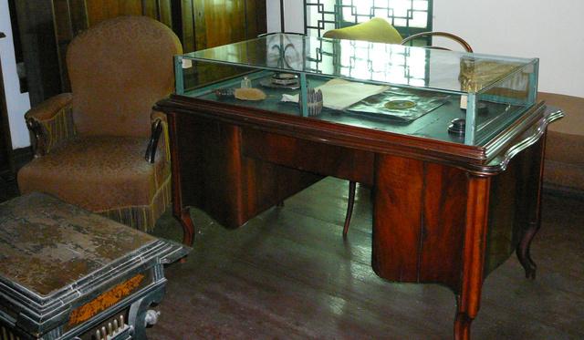 Az Őszikék valószínűleg nem ezen az íróasztalon születtek, de költő biztosan írt rajta néhány balladát. Kihez tartozott?