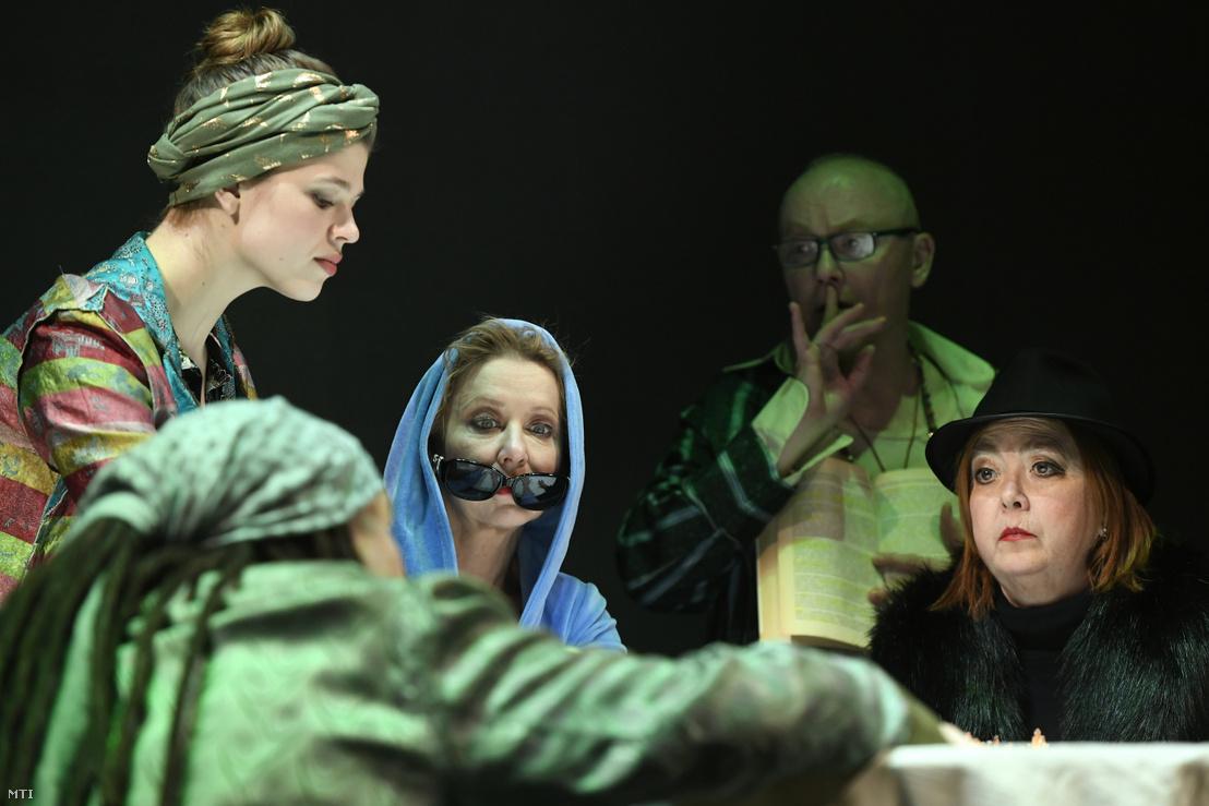 Eszenyi Enikő (b3) Myrtle Gordon és Börcsök Enikő (j) Sarah Goode szerepében John Cassavetes Premier című színművének próbáján a Vígszínházban 2019. február 27-én.
