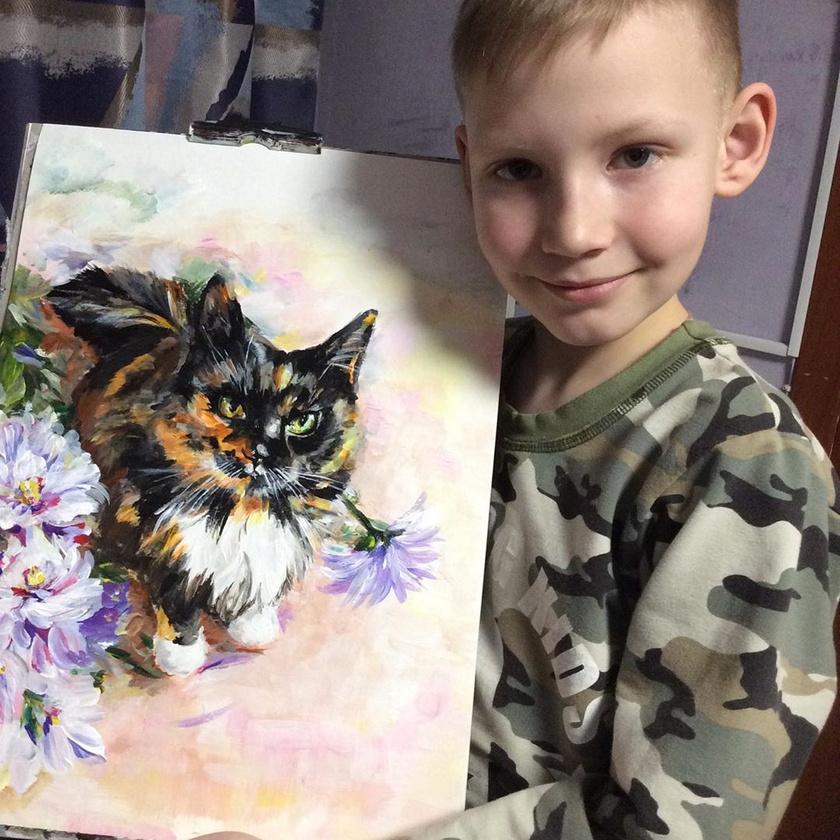A fiú fénykép alapján festi képeit, amiket gazdik küldenek neki, akik szeretnék, hogy kis kedvencük festményen is meg legyen örökítve.