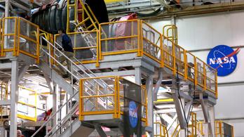A NASA bezárta két üzemét, késhetnek a Holdra szállás tervei