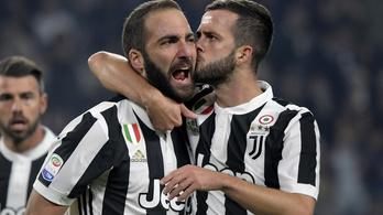 Három Juventus-futballista idő előtt hazament a karanténból