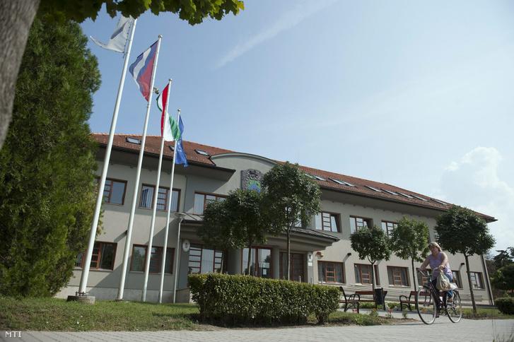 A polgármesteri hivatal épülete a Fejér megyei Abán