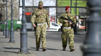 Péntek reggel óta több katona van jelen az utcákon Magyarországon