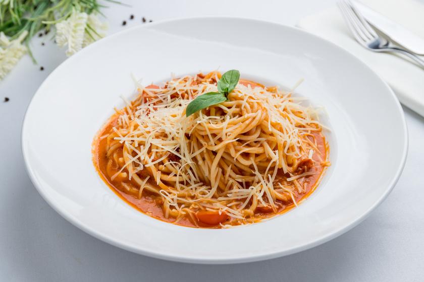 Nápolyi spagetti rengeteg zöldséggel – Az olasz konyha egyszerű csodája