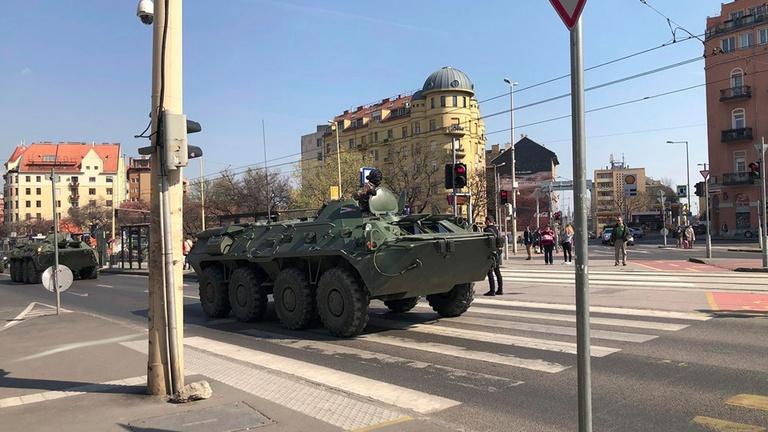 Páncélozott járművek jelentek meg Budapesten, de nem a járvány miatt