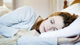 Ilyen pozícióban aludj, ha horkolsz vagy fáj a hátad