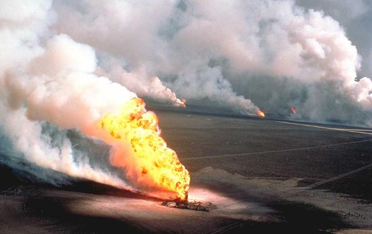 A visszavonuló iraki hadsereg által felgyújtott kuvaiti olajkutak az öbölháború idején