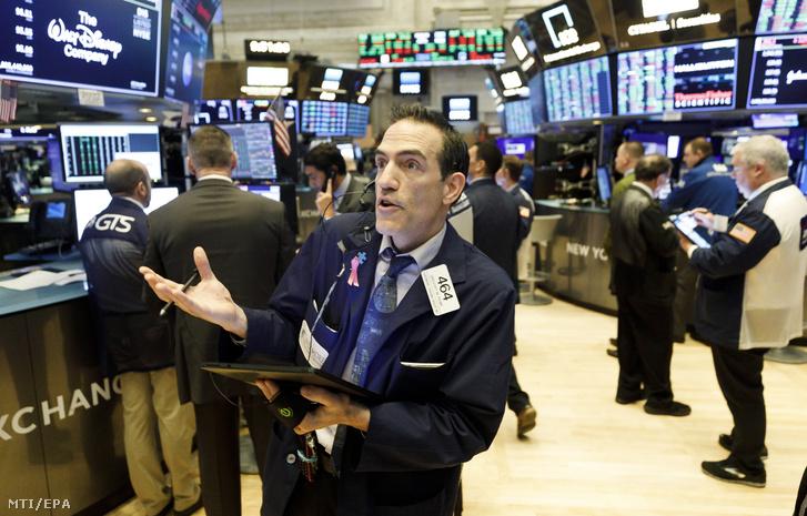 Brókerek a New York-i értéktőzsdén 2020. március 20-án.