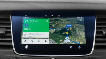 Az Android Auto károsabb a vezetésre nézve, mintha füveznénk?