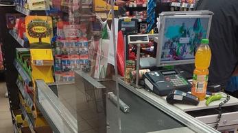 Magyarországon is megjelentek plexiüvegek több boltban a pénztáraknál