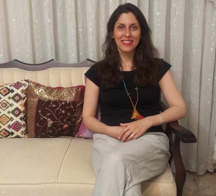 Nazanin Zaghari-Ratcliffe ideiglenes szabadon bocsátása után Teheránban 2020. március 17-én.