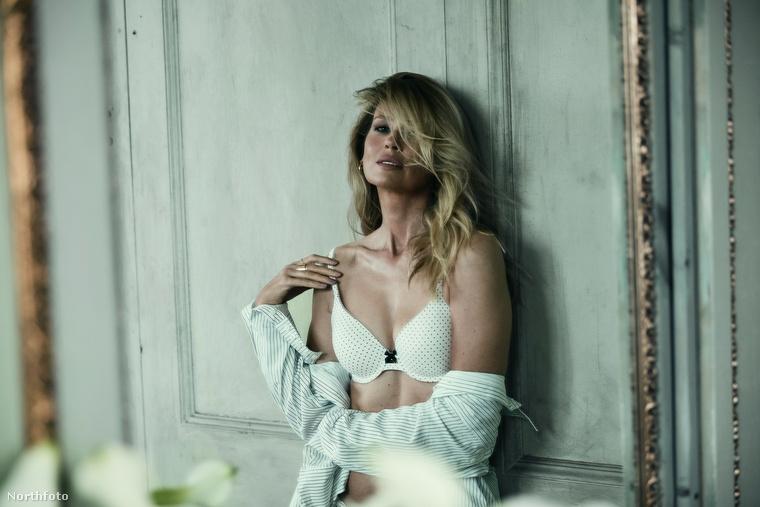 A magyar modell a D Section című magazin Instáján is feltűnt, náluk egy jópofa, fekete-fehér képpel buzdít az otthonmaradásra
