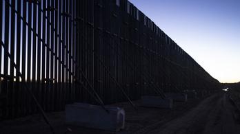A járvány ellenére tovább építik Trump falát
