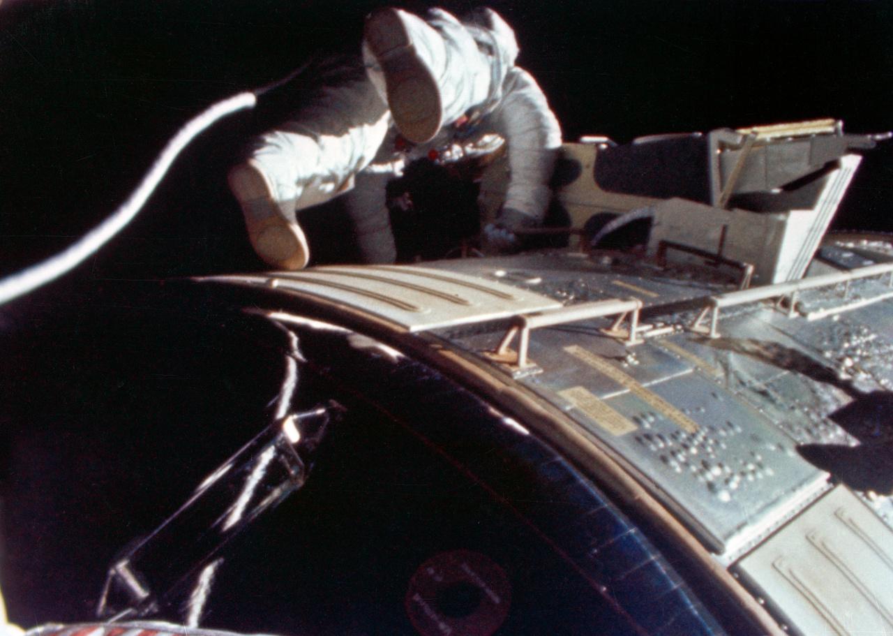 1971. augusztus 5. Az Apollo-15 holdküldetés tartogatott Worden számára egy különleges feladatot, amilyet soha senki azelőtt nem hajtott végre: hazaúton a Holdtól a Föld felé űrsétát kellett tennie. A Hold és a Föld közt félúton, az űrhajón kívül töltött 38 perc alatt Worden megvizsgálta az űrhajó külsejére szerelt tudományos műszereket, illetve begyűjtötte a két automata kamera filmkazettáit. Az űrhajó ekkor 316 692 kilométerre volt a Földtől, korábban soha űrhajós ilyen mélyen az űrben nem hajtott még végre űrsétát. (Worden után is csak ketten: Ken Mattingly az Apollo-16, és Ron Evans az Apollo-17 küldetések során).
