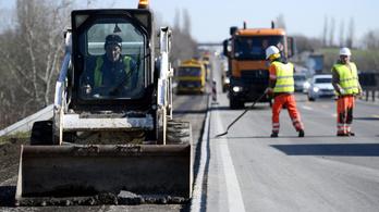 Felfüggesztik az M1-es autópálya felújítását