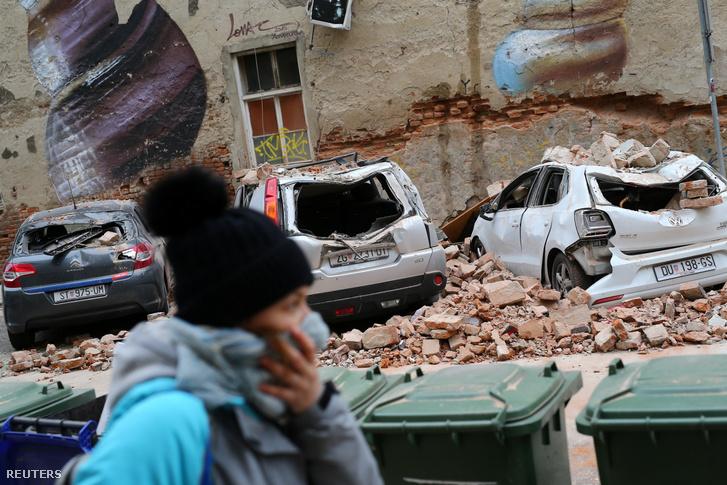 A földrengésben megsérült autók Zágrábban 2020. március 22-én