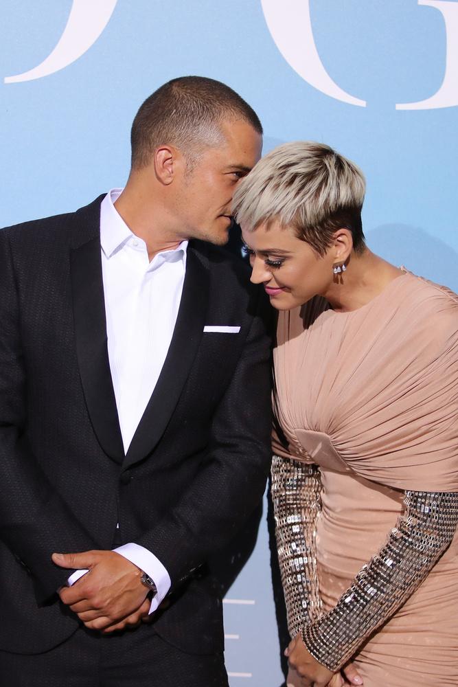 Aztán 2017 februárjában valami miatt szakítottak, bár békésen váltak el, legalábbis Katy Perry egyik posztjában azt írta, szakítás után is lehet baráti, kellemes viszonyt ápolni az exekkel