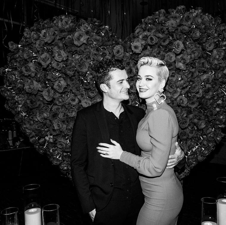 2019 Valentin-napján jegyezte el Bloom az énekesnőt, amiről egy évvel később, 2020-ban ezeket a képeket posztolta az énekesnő