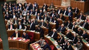 Hosszú időre jégre tehetik a kormánypártok a parlamentet hétfőn