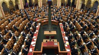 Felállva tapsolta meg az ellenzék a parlamentben az egészségügyi dolgozókat