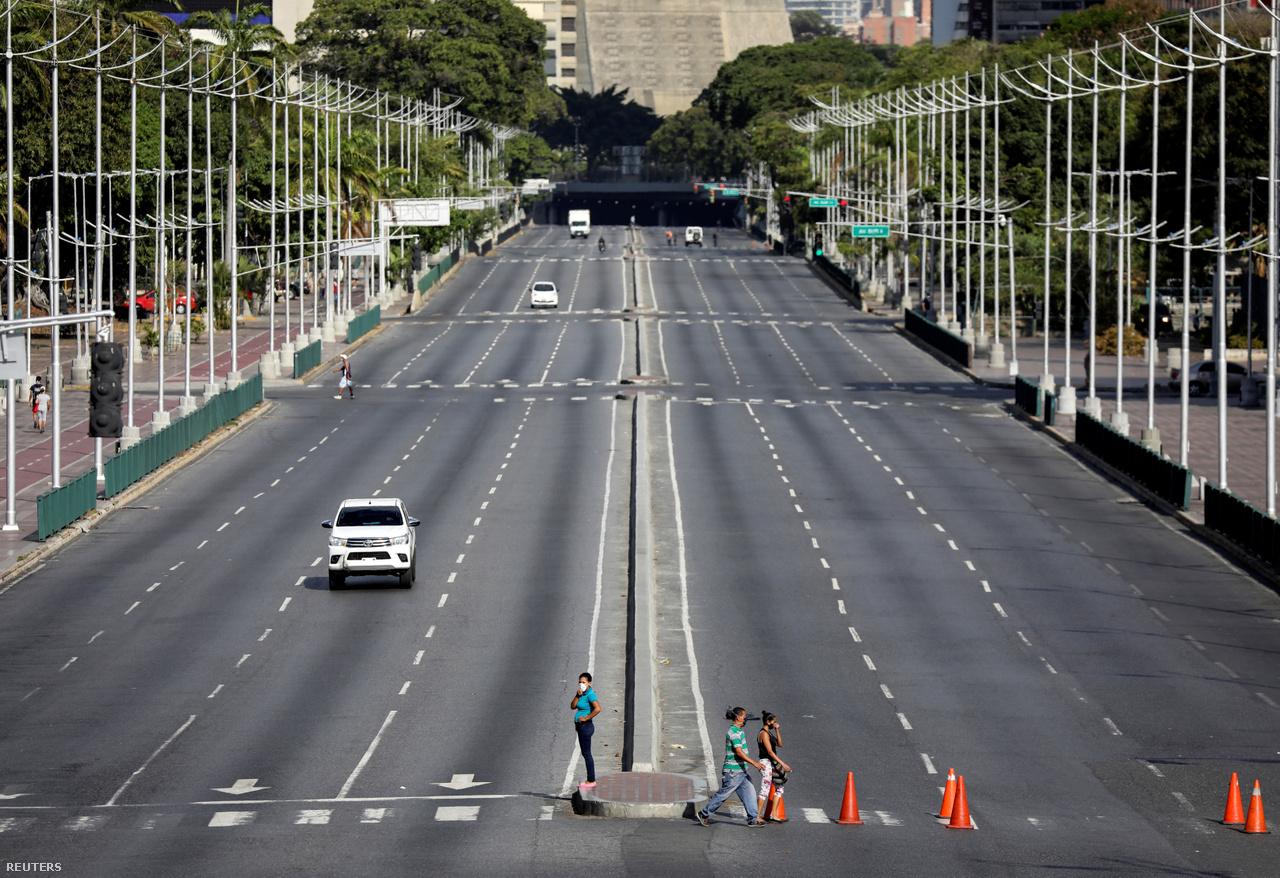Ilyen volt Caracasban a Bolivar sugárút március 20-án. A szinte polgárháborús állapotok közt kormányzó Nicolas Maduro elnök múlt hétfőn terjeszette ki a karantént az egész országra.
