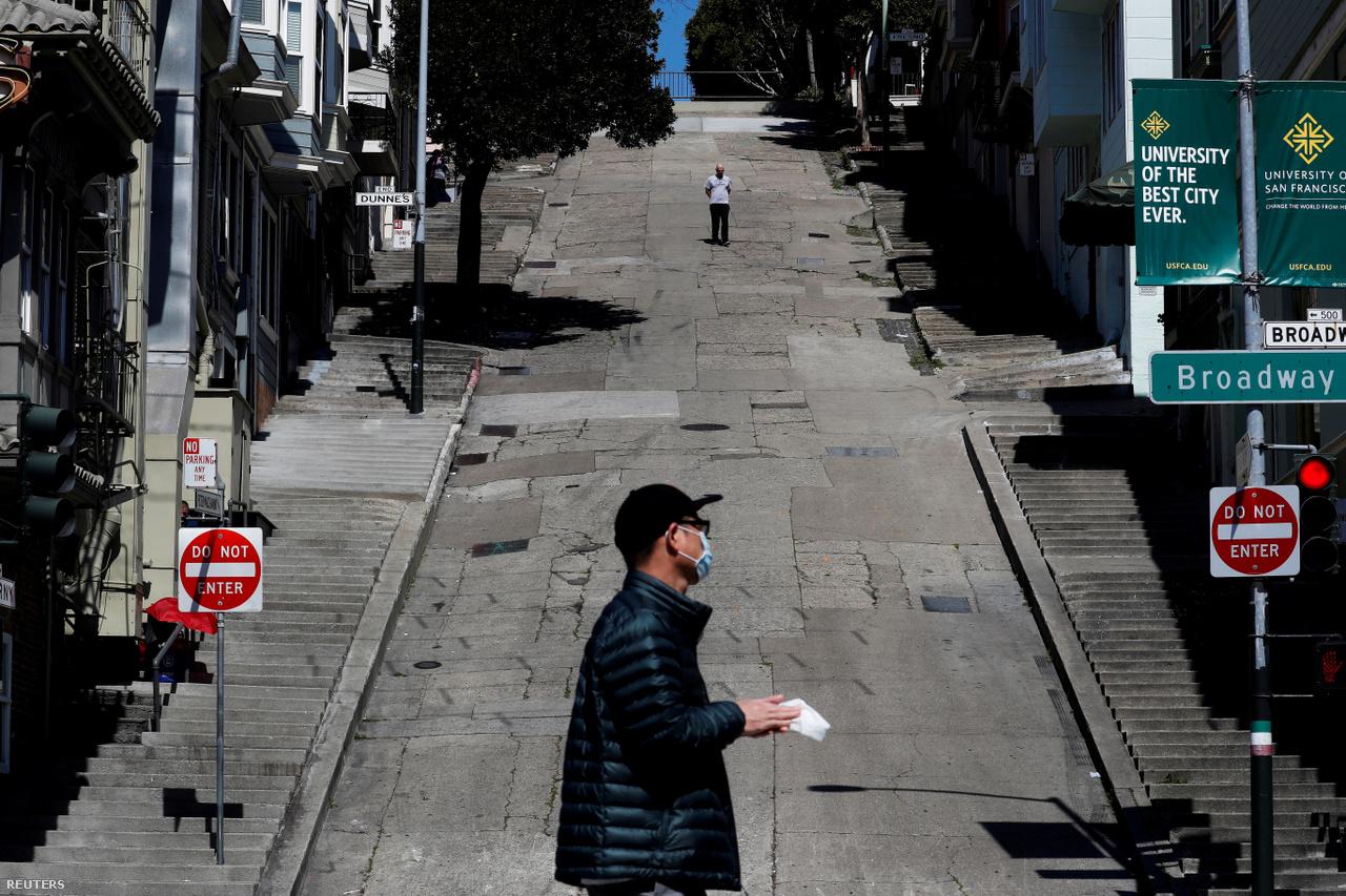 A napfényes San Franciscó-i utca sem volt valami vidám látvány március 20-án, egy nappal azután, hogy Kalifornia kormányzója, Gavin Newsom államszerte kijárási tilalmat hirdetett, ami azt jelenti, hogy 40 millió embernek kell az otthona falai közt maradnia.