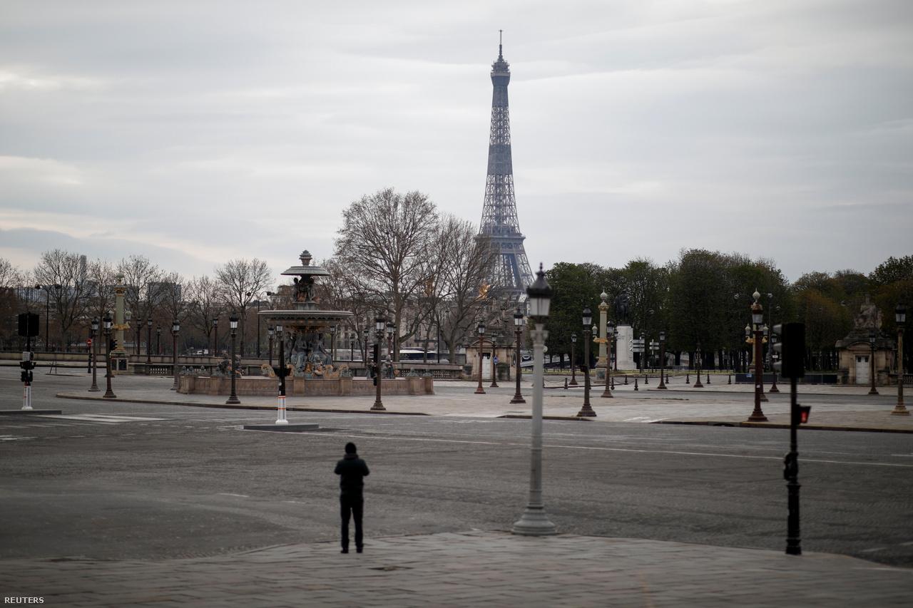 A jelzőlámpa is lényegében felesleges most a párizsi Concorde téren. Franciaországban, ahol kedd este már 1300-nál járt a koronavírus halottjainak a száma, úgy néz ki, minimum április végéig megmarad a lakossági általános karantén.
