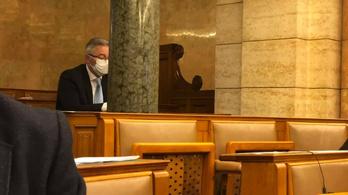 Megszólalt a szegedi fideszes képviselő, aki házi karantén helyett bement a Parlamentbe