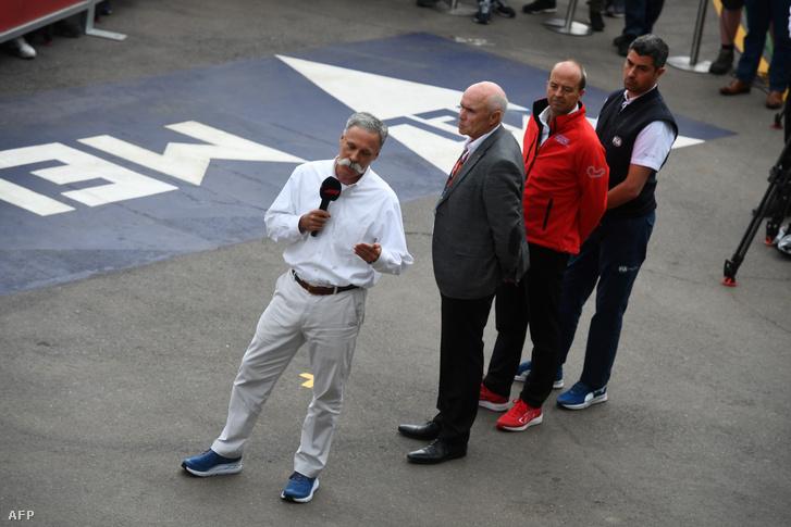 Chase Carey, a Formula One Group vezérigazgatója, a Forma-1-es autós gyorsasági világbajnokság főnöke (b)
