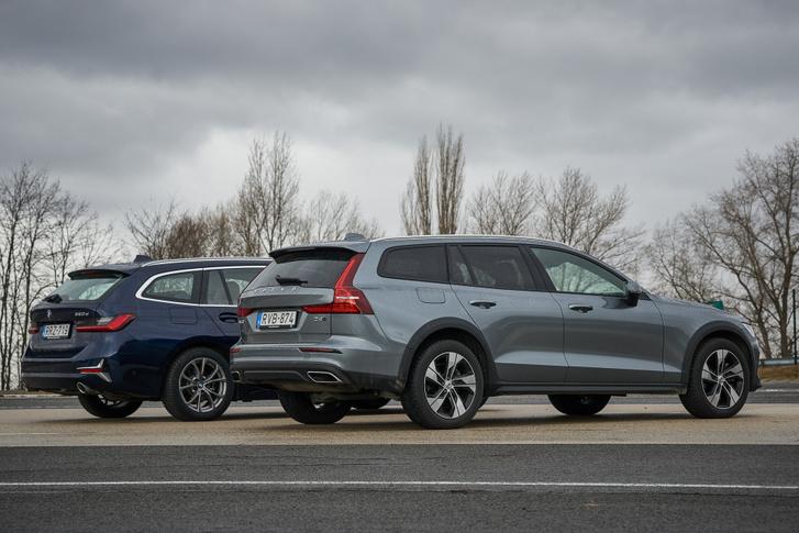 Hasonló a kiállásuk, a Volvo is úgy tesz oldalnézetben, mintha hátsókerék-meghajtásos lenne