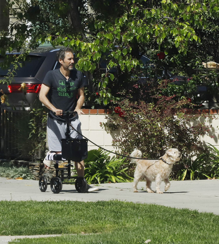Ez a férfi Eric McCormack 56 éves színész, a legismertebb szerepe az, hogy ő volt Will a Will és Grace-ben.