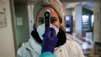 Így zajlik a zsilipes beléptetés a Semmelweis Egyetem klinikáin
