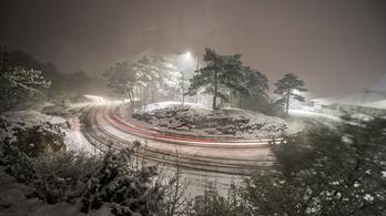 Több mint 20 centi hó esett Pécs környékén