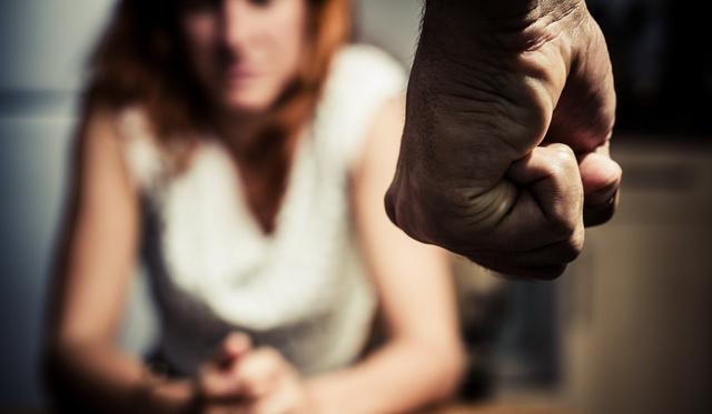 Sokan a bántalmazójukkal lesznek hónapokig összezárva a koronavírus miatt