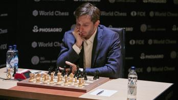 Kifakadt az orosz sakknagymester, félbehagyná a legfontosabb tornát